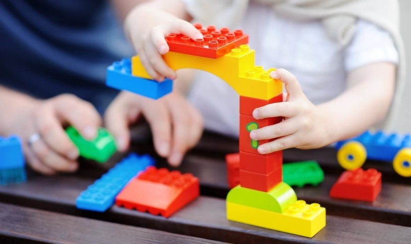 Difference between Academic and play-based preschools